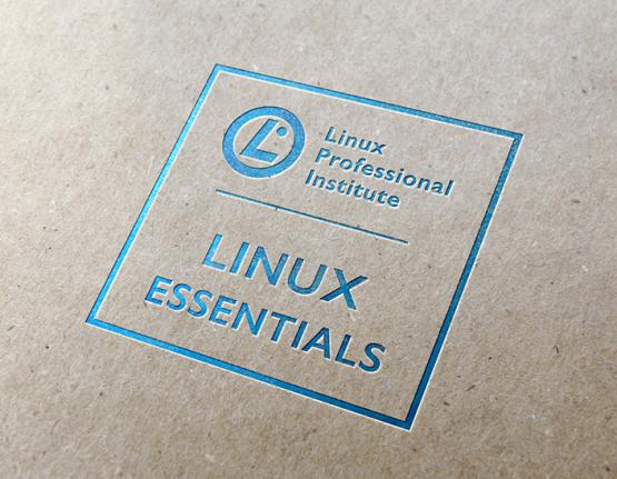 Logotipo do Linux Essentials em plano de fundo